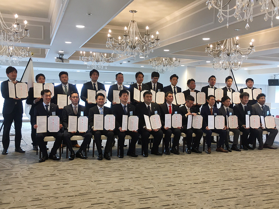 新潟県内各LOMの理事長と新潟ブロック協議会の調印式です(中田理事長は後列右から2番目)。