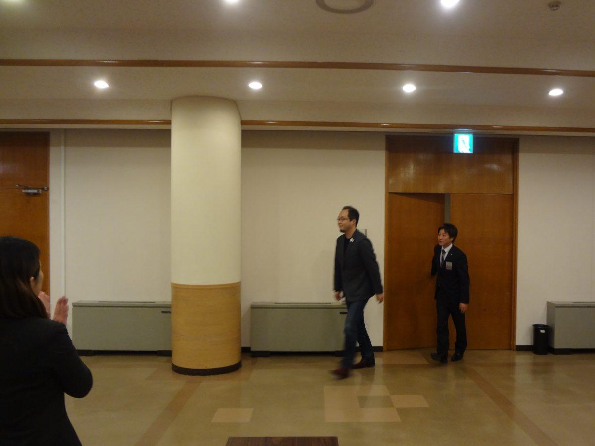 講師の李仁鉄様のご入場です。