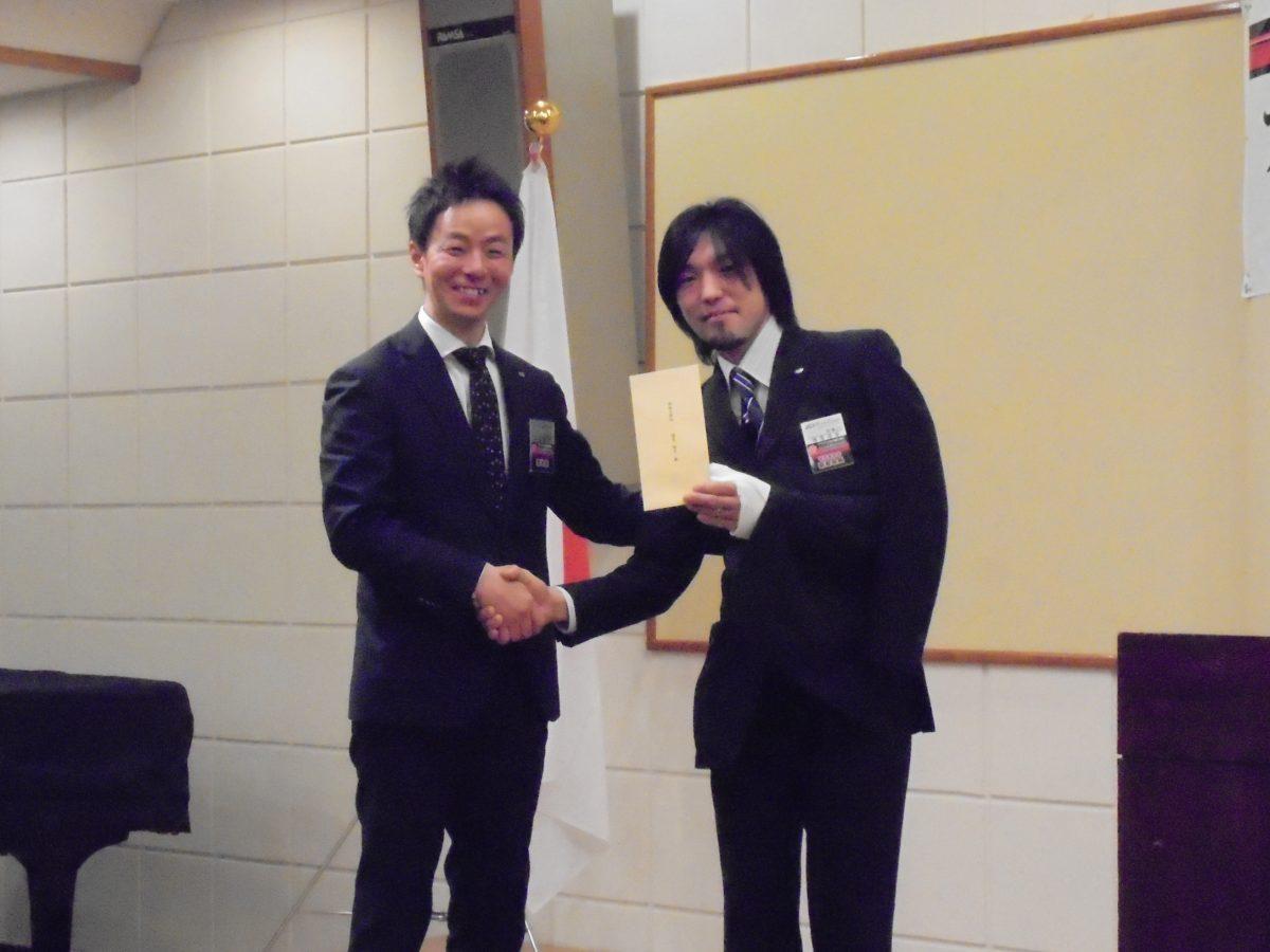 3月に誕生日を迎える会員へのお祝いです。今月は横尾副委員長はじめ2名の会員の誕生月です。