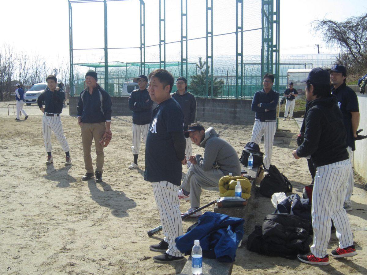 まもなく試合開始!西澤委員(中央)も真剣なまなざしです!
