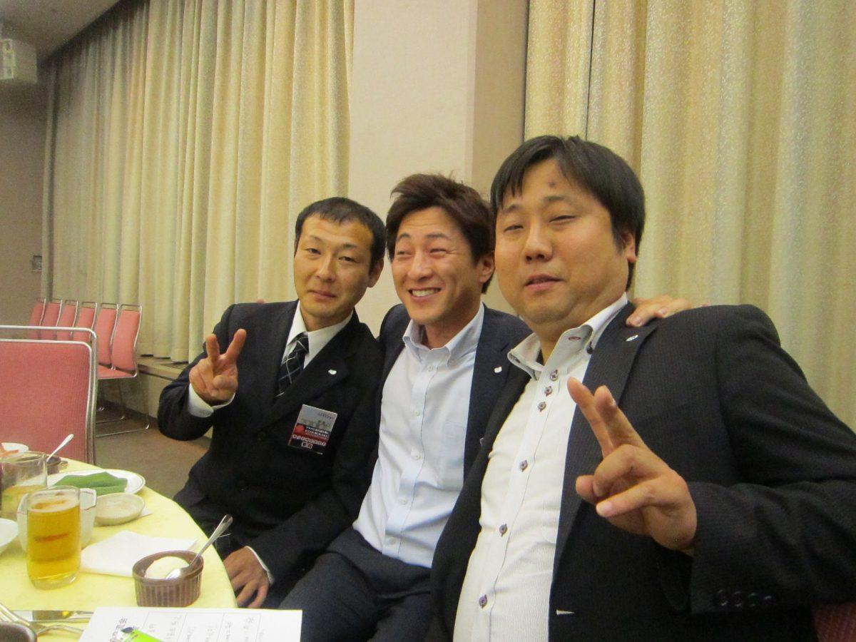 内田委員(左)、望月副理事長(中央)、西澤委員(右)は、JC談義に花を咲かせておりました。
