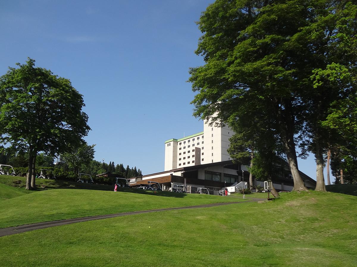 ゴルフ大会の会場となったアパリゾート上越妙高。夏から秋にかけては東日本最大級のイルミネーションの会場としても有名です。