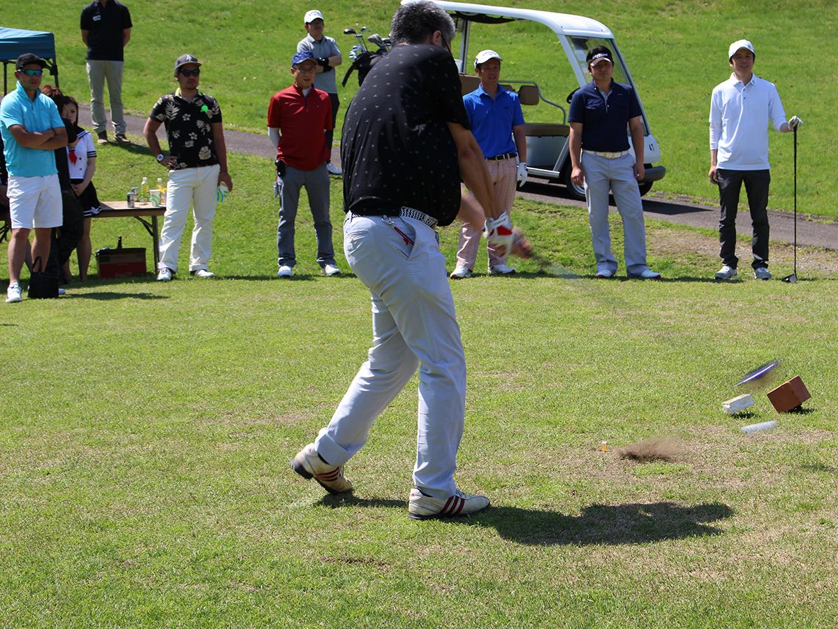 久しぶりに会ったお仲間との再会を喜びながら、ゴルフを楽しんでおりました。