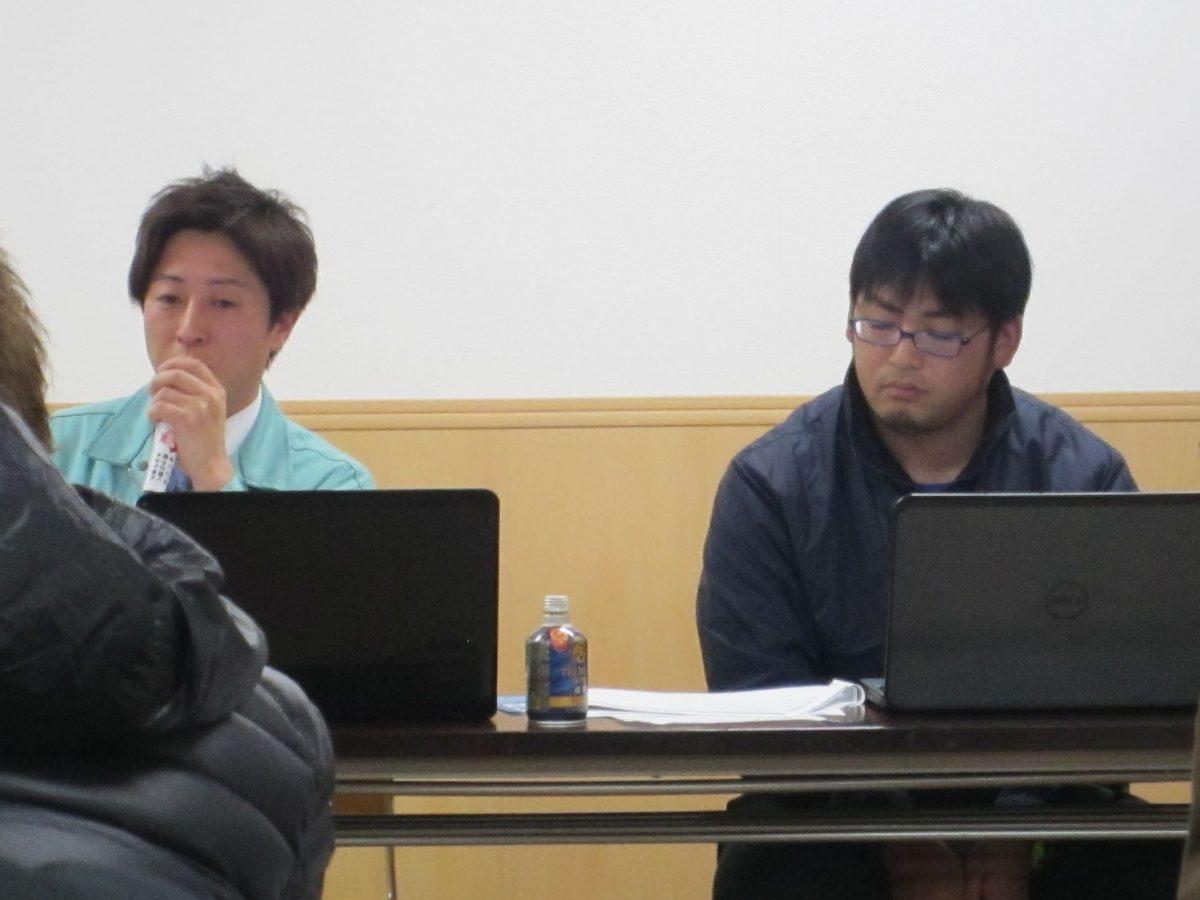進捗状況を報告するゴルフ会場部会の望月部会長(左)と、表彰式部会の廣島部会長(右)です。