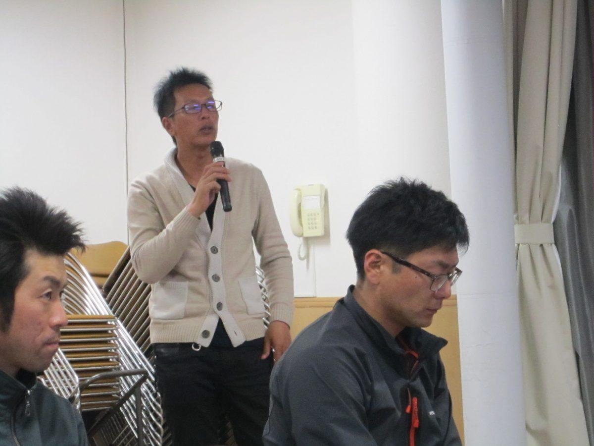横山顧問(中央)や岡山顧問より講評がありました。5月20日の開催に向けて頑張りましょう!