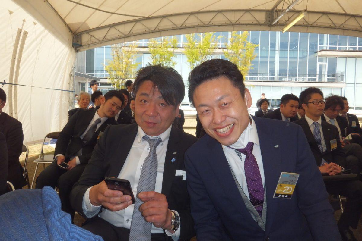 まちの力醸成委員会の山田委員(左)や総務委員会の相羽副委員長(右)も周年式典を祝っております。