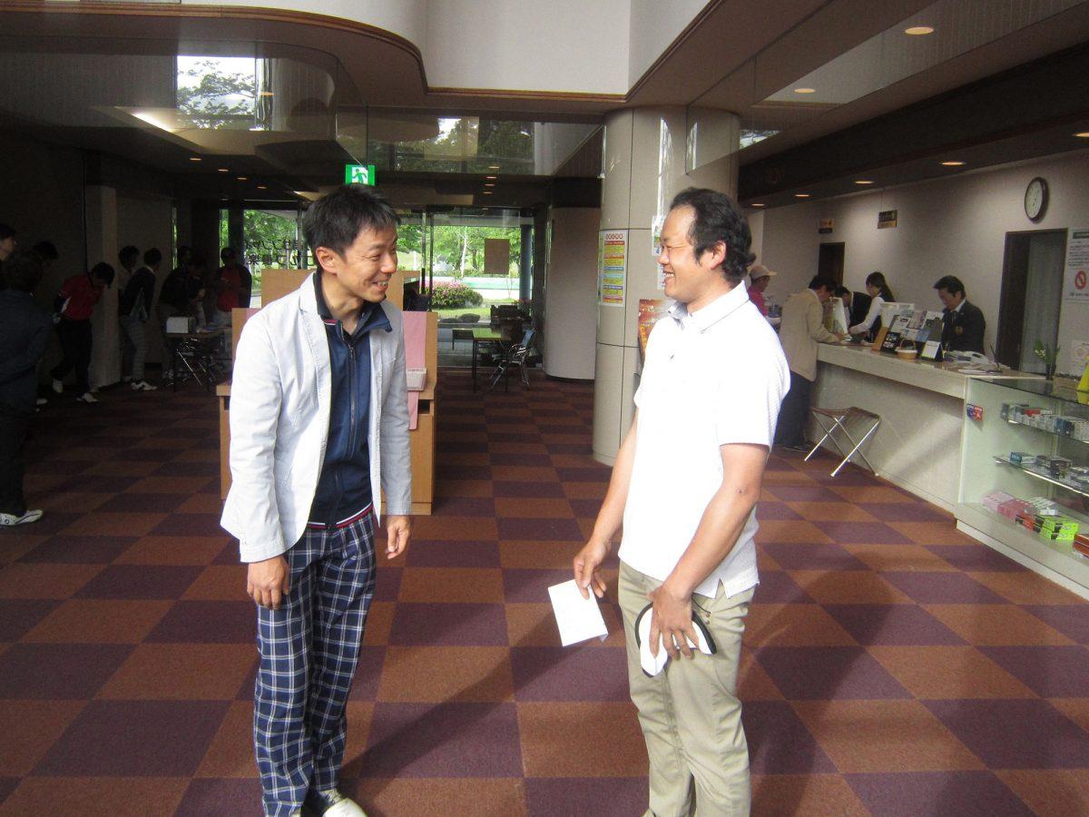 中田理事長(左)と丸山先輩(右)です。丸「ブロックゴルフ大会もあと少しだね。頑張ってください!」