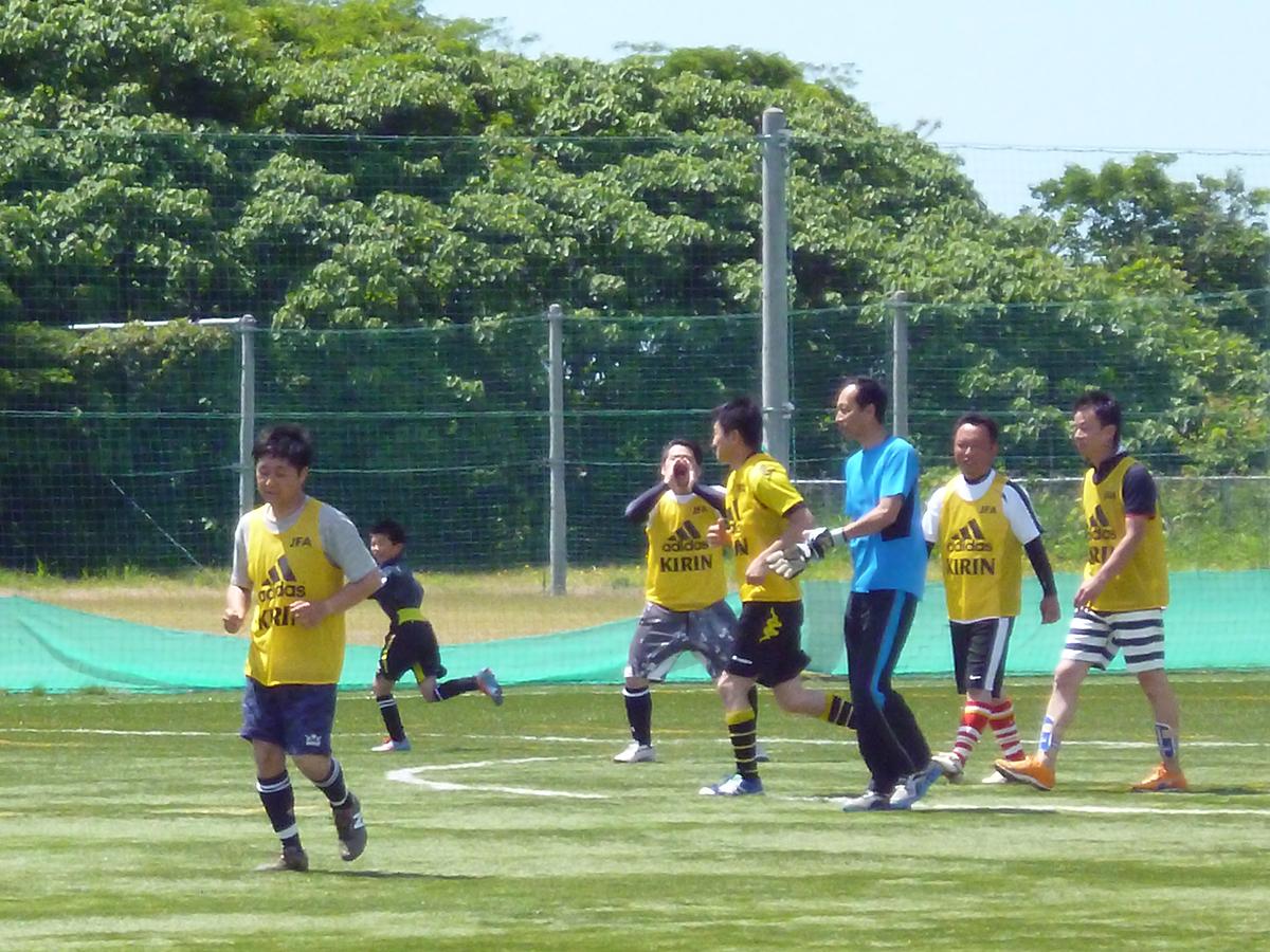 試合開始前、各ポジションに散らばるたびに太田副委員長があげる「みんなしまっていこー!!」の掛け声が妙高JCチームを鼓舞します!