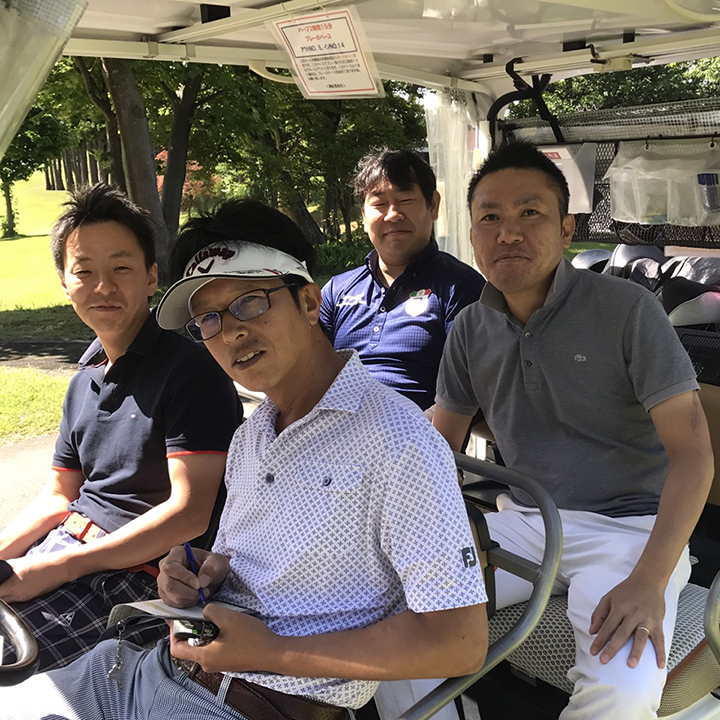 糸魚川JCの岩﨑理事長(右から2番目)や上越JCの植木理事長(右)とともに、妙高JCからは中田理事長(左)や横山監事(手前)がコースをまわりました。