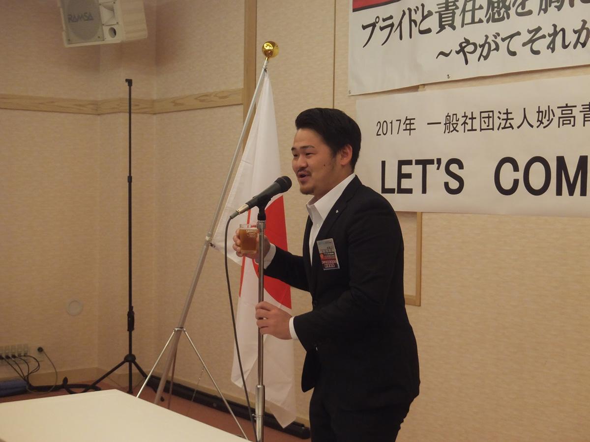 お料理を囲みながらのフリータイム、乾杯をつとめたのは青少年育成委員会の太田副委員長でした。