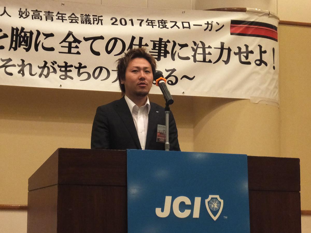 委員会並びに出向者報告の様子です。青少年育成委員会の丸山委員長からは、7月17日(祝)早朝の関山神社の清掃活動の案内がありました。