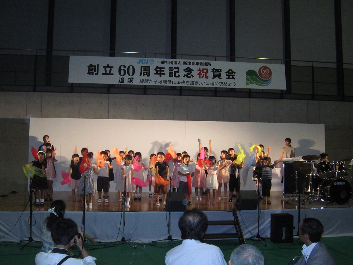 祝賀会ではお子さんたちからの出し物も披露していただきました。