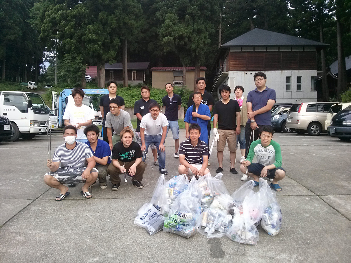 イメージ写真:関山神社にて火祭り後のゴミ拾いを行いました!