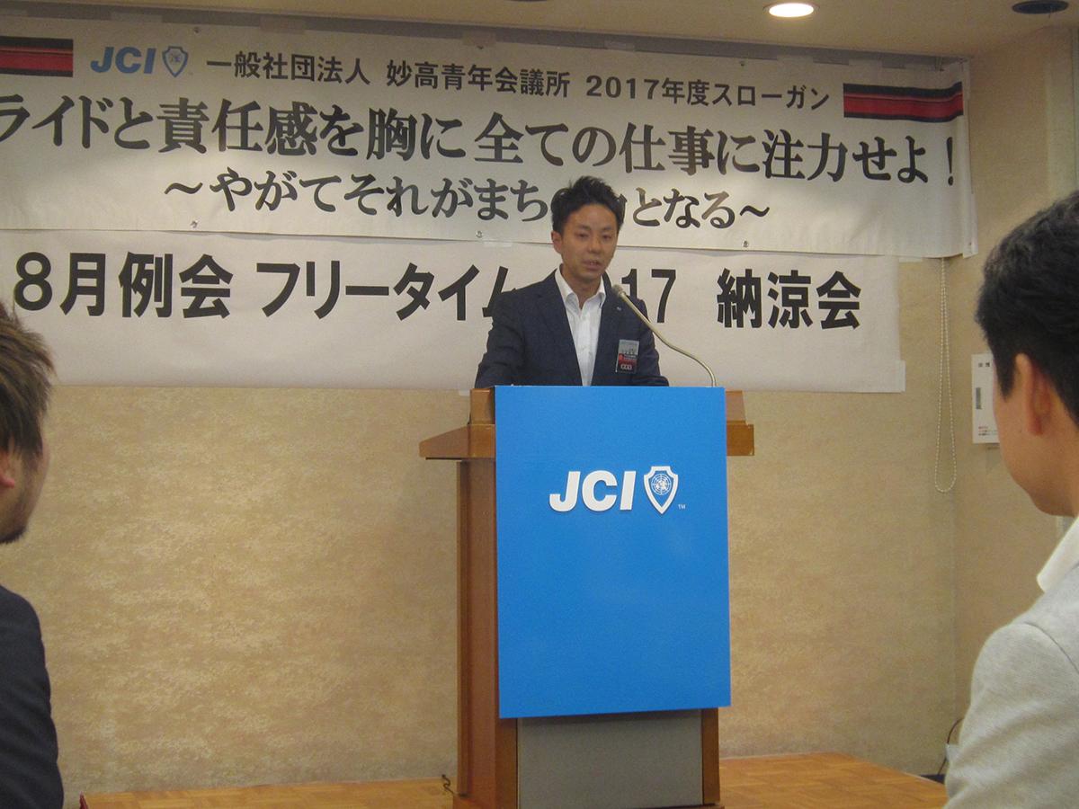 中田理事長からのご挨拶です。本日は三役の皆さんによる設営です。