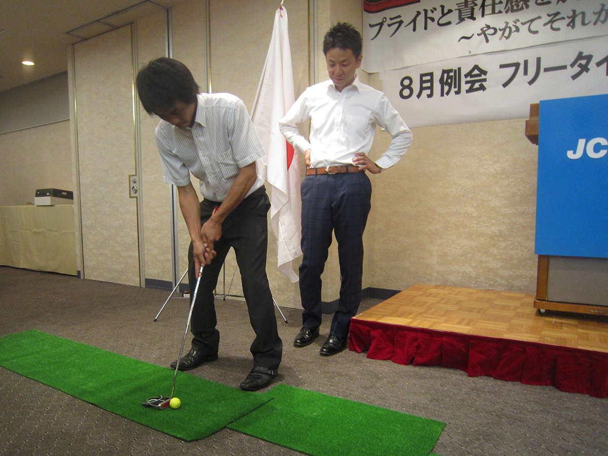 吉田専務理事(左)も真剣な表情です!