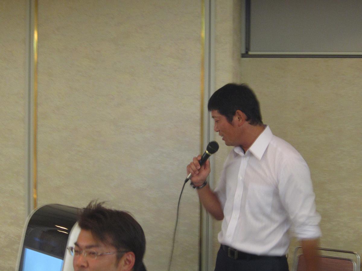 菅野副委員長の歌声に、皆さん合いの手を打ちながら盛り上がっていました。