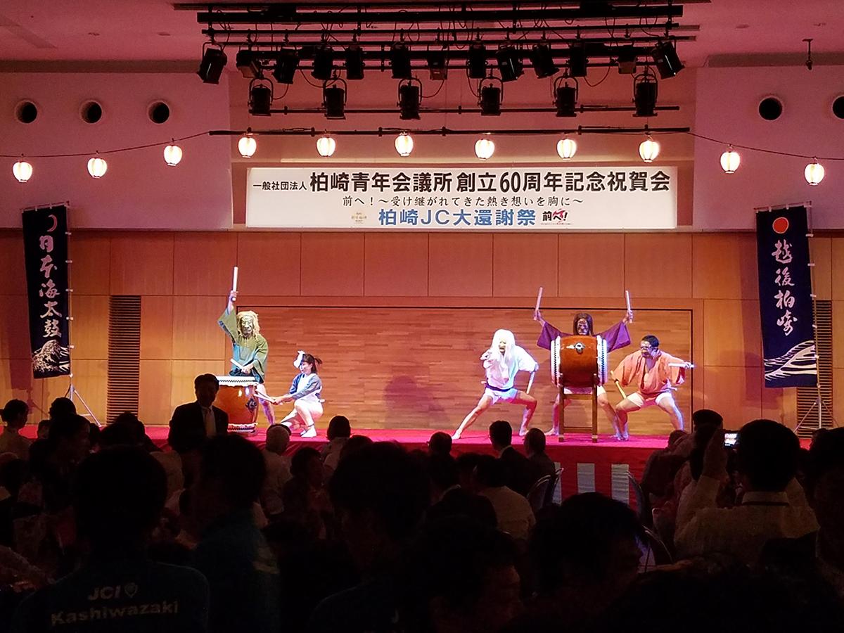懇親会では、柏崎JCの先輩方の代よりその発展に貢献されてきたという「日本海太鼓」も披露されました。