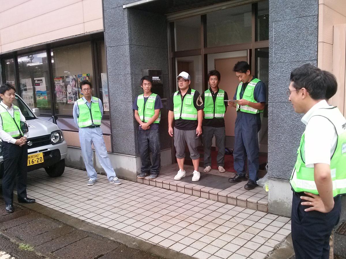 会員交流委員会の山川委員長(右から2番目)より、パトロール出動前のご挨拶です。