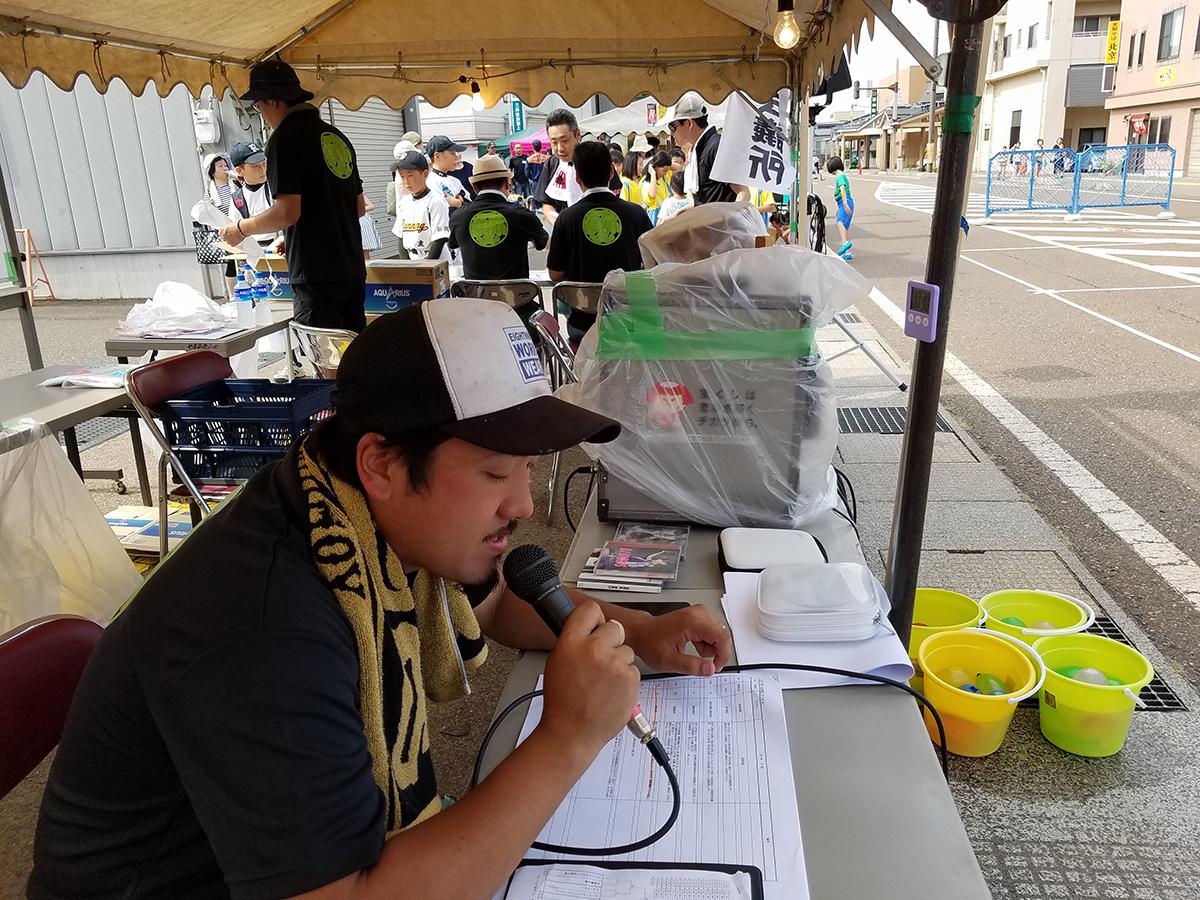 水合戦の司会を務めるのは、まちの力醸成委員会の山本副委員長です!