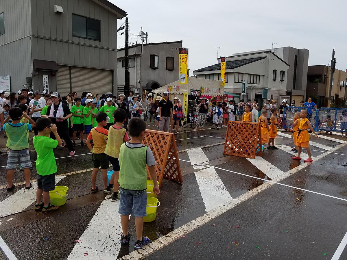 イメージ写真:あらいまつり前日祭「第4回 水合戦」小学生の部(その1)