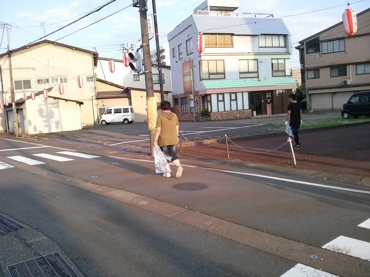 駅からスタートして、歩いて行きました。