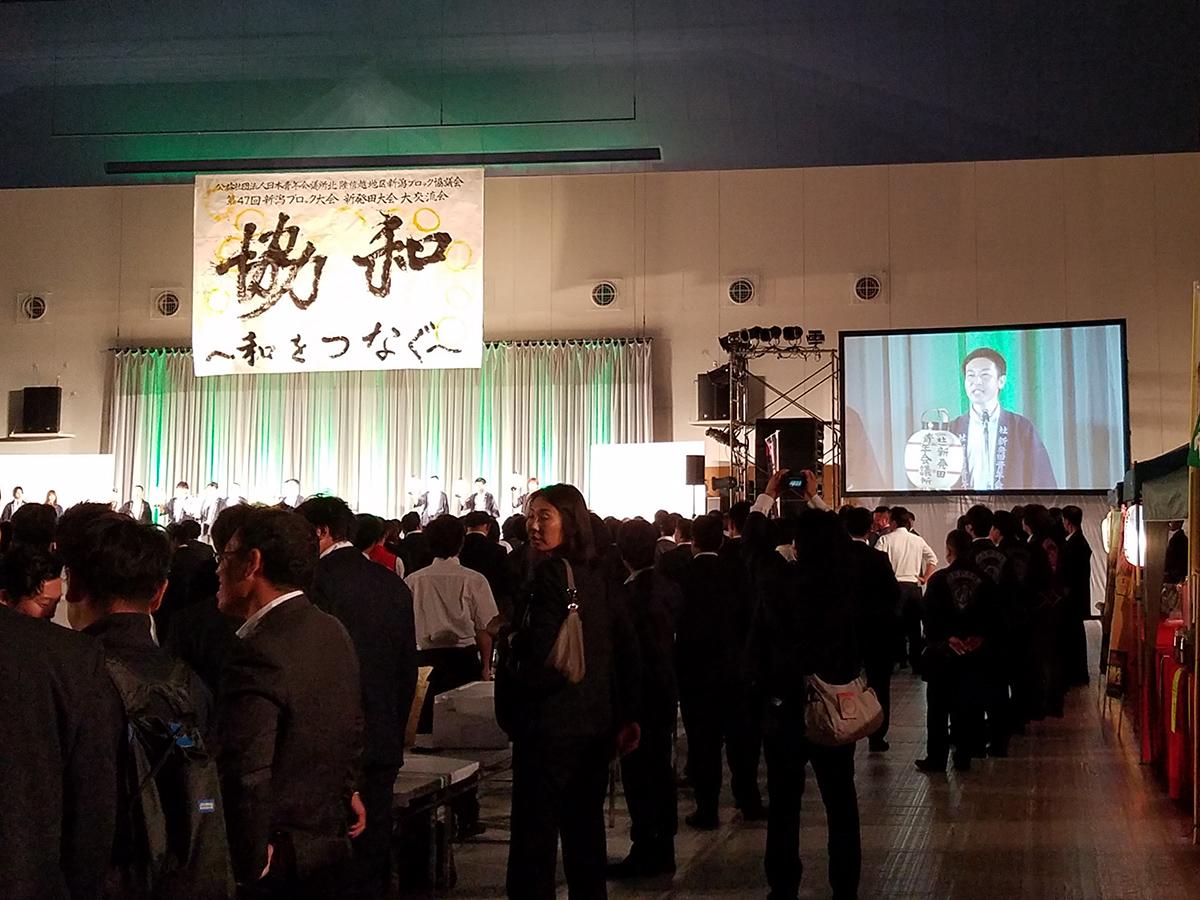 新発田青年会議所の皆さんが、お祭りの衣装とアイテムで登場です。