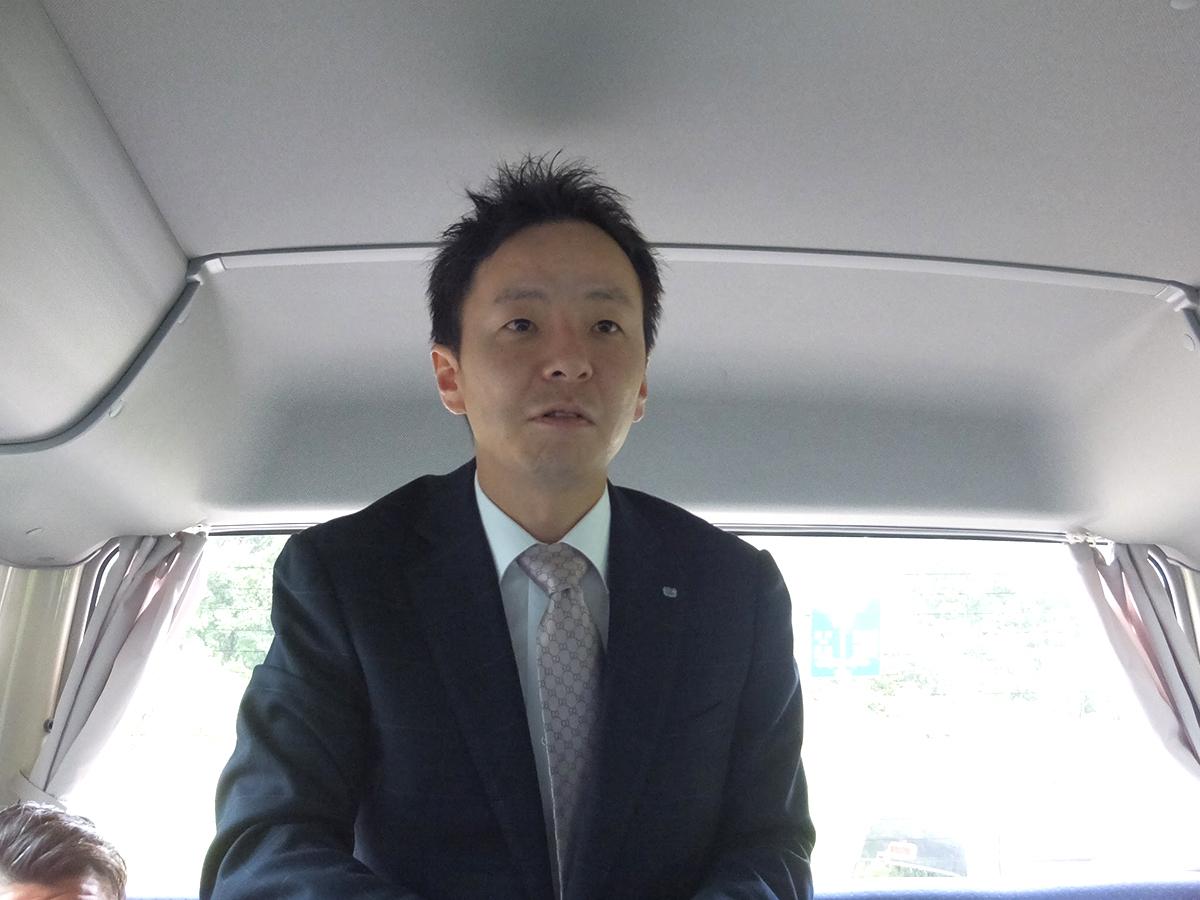 出発時、中田理事長よりご挨拶。これより妙高JCのメンバーが一緒になって糸魚川市の会場へと向かいました。