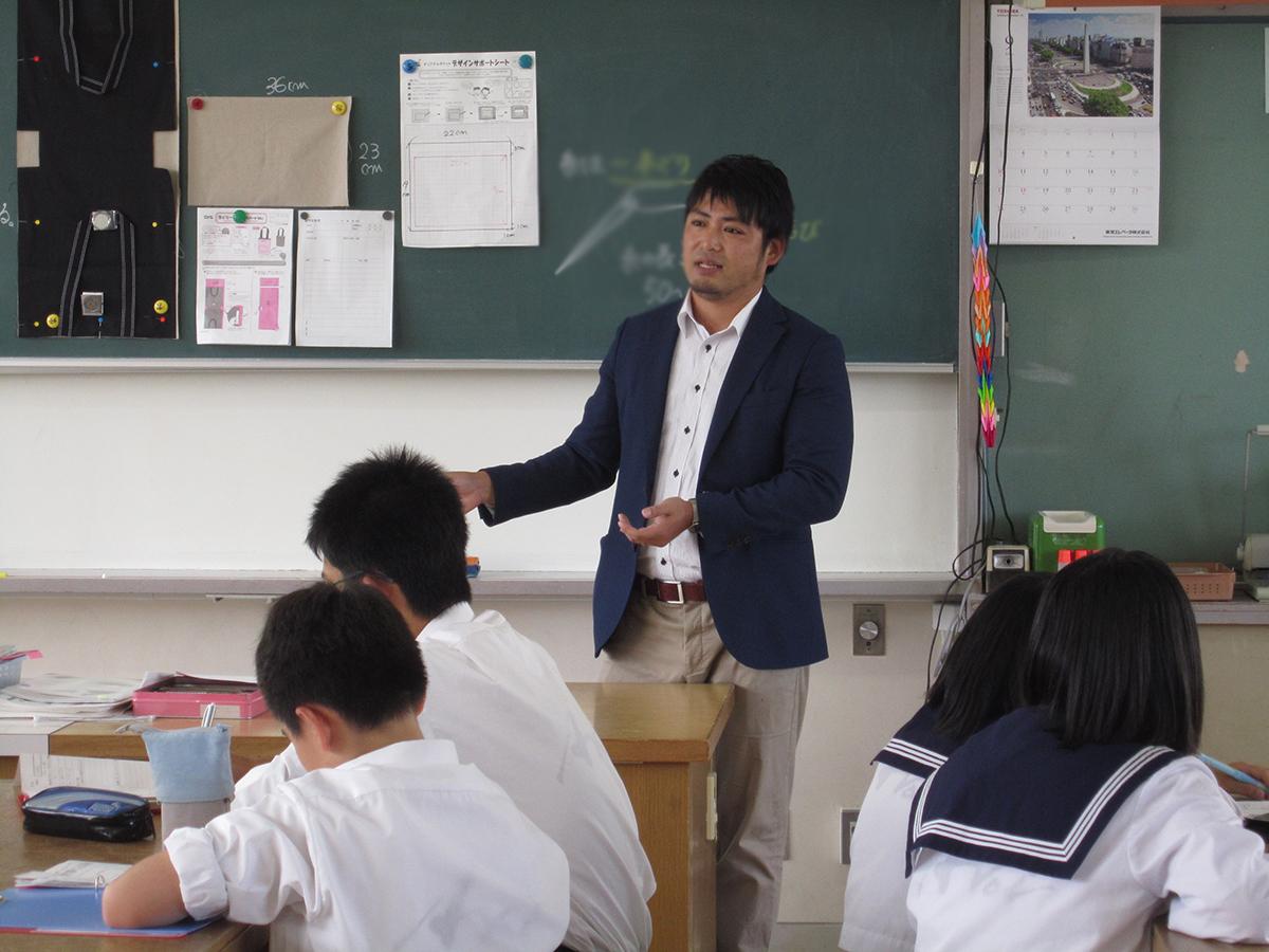廣島副委員長より。生徒の皆さんが熱心にメモをとっています。