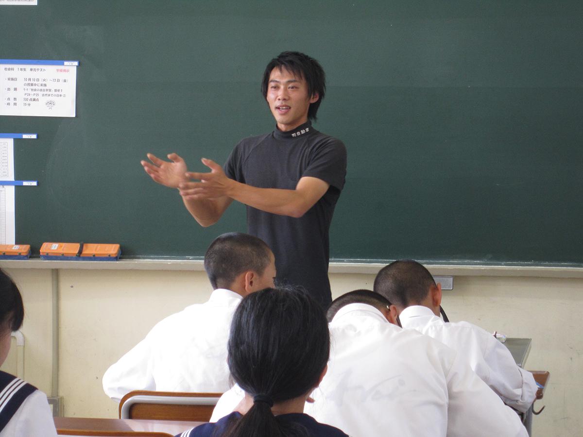 吉田専務理事も生徒の皆さんへ、1つ1つ丁寧に、お仕事に関するお話をしていました。