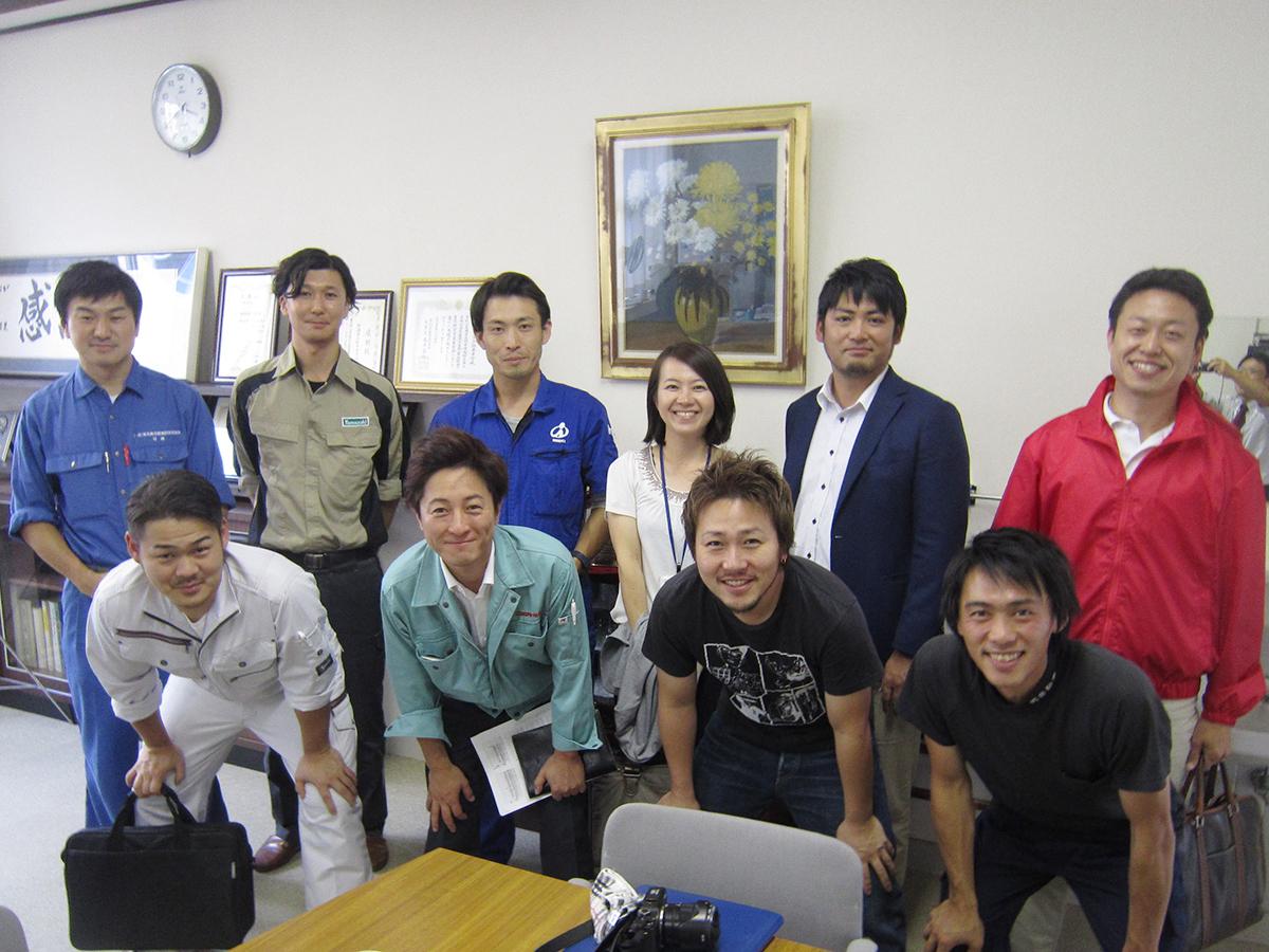 最後に、講師を務めたメンバーで記念撮影。新井中学校の皆さん、ありがとうございました!