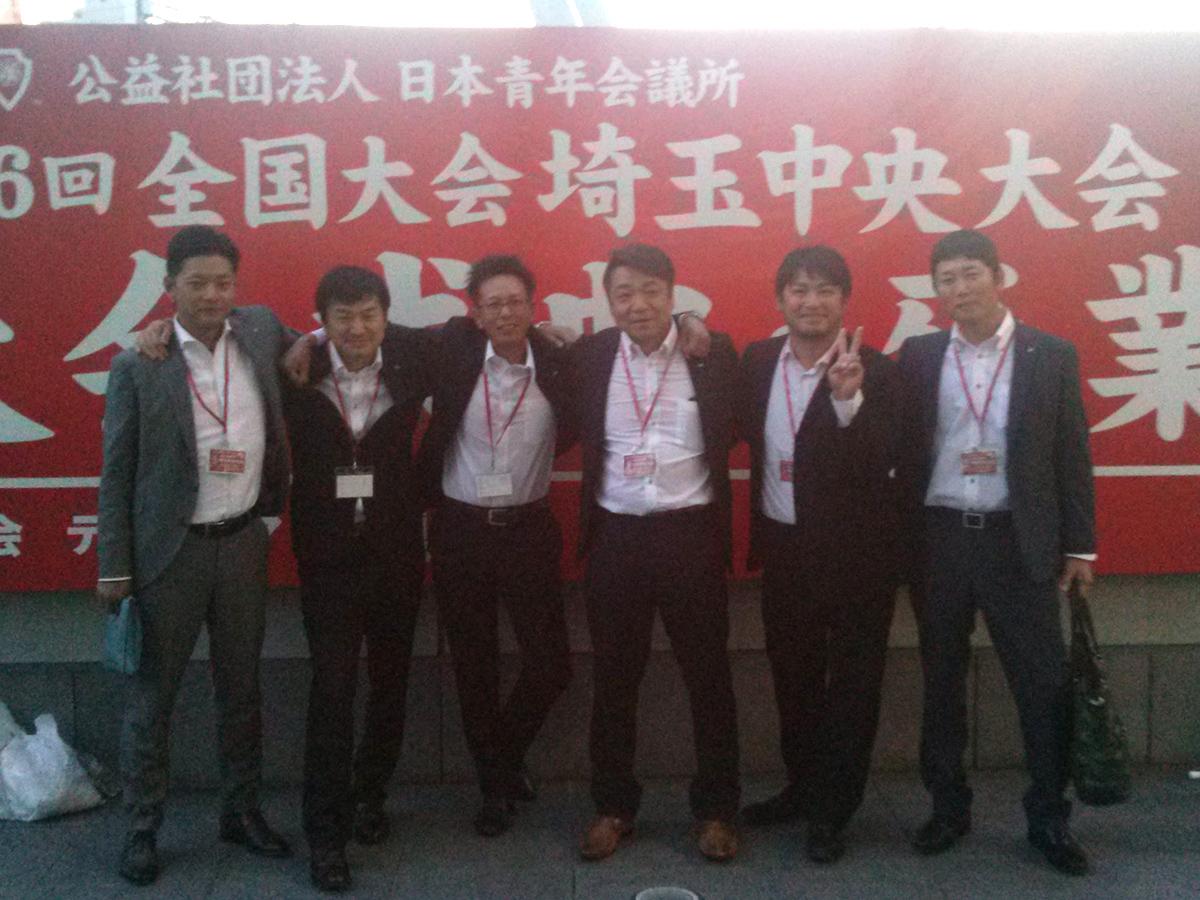 こちらは参加者のうち、卒業生の皆さんで仲良く並んでの1枚です。