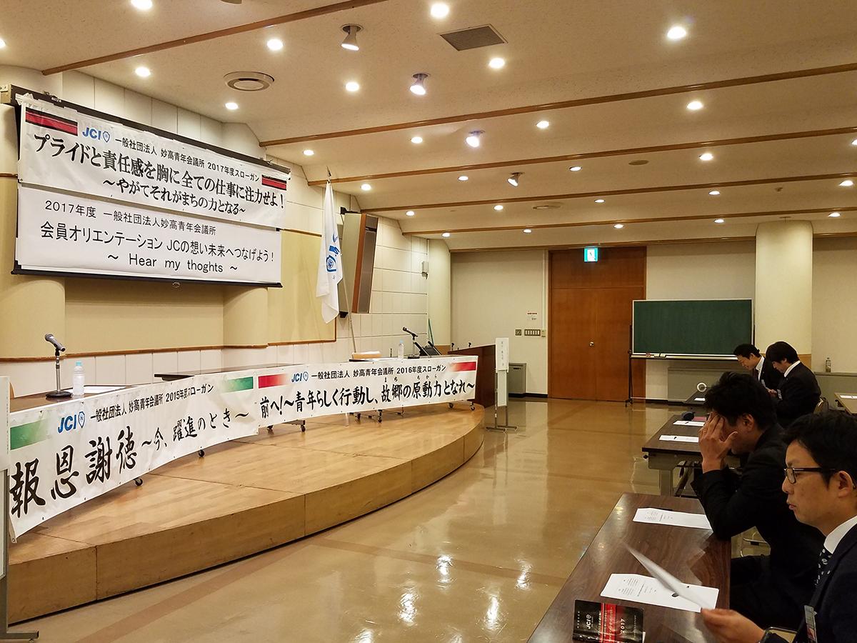会場には、横山監事(2015年度理事長)と岡山直前理事長(2016年度理事長)それぞれが理事長をつとめた年度のスローガンも久しぶりに掲げられました。