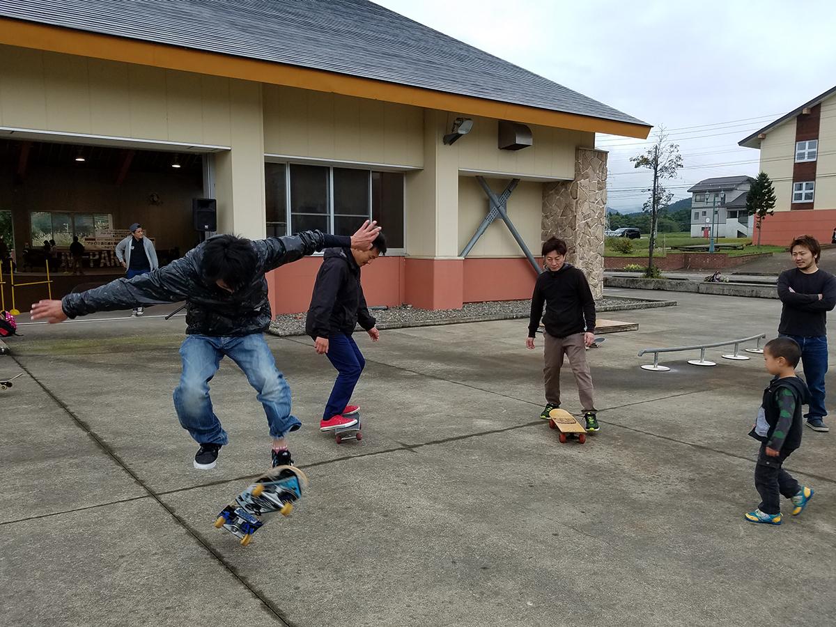 妙高JCメンバーも、スケートボードを乗りこなす大変さを実感しておりました。