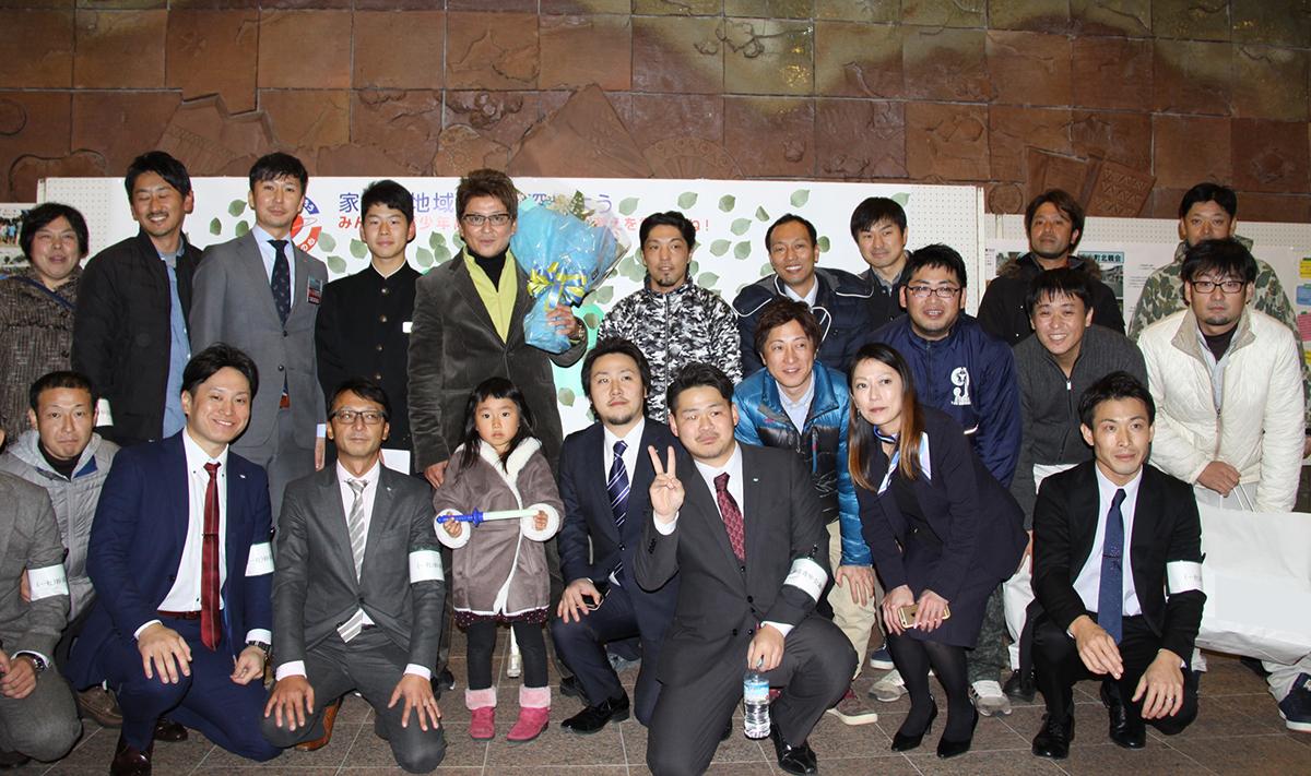 最後に、妙高青年会議所メンバーと哀川様とで記念撮影をさせていただきました。