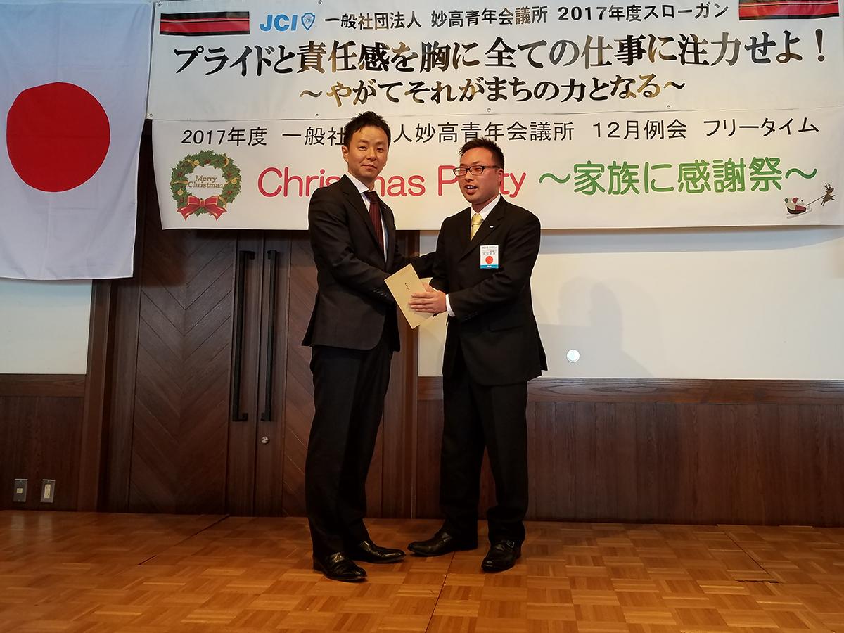 田中委員はクリスマス会当日がお誕生日!このあと、皆さんの前でこれからの一年の決意を述べておりました。