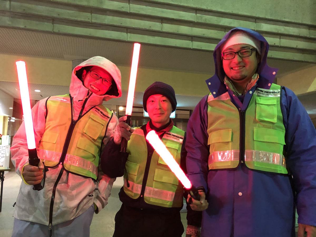 雪の中、車の誘導をしていたメンバーの皆さん。おつかれさまでした!