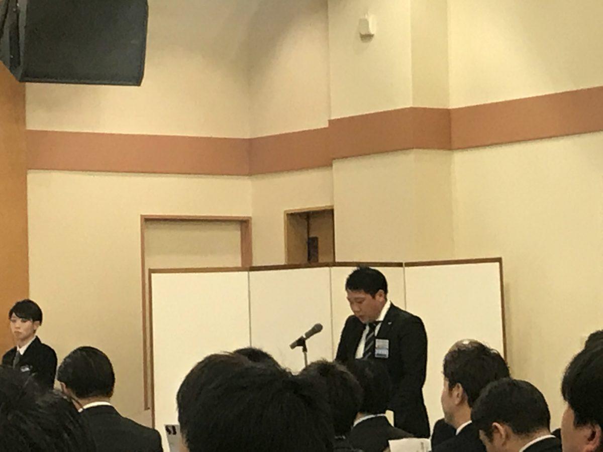 当日司会を務めたのは総務委員会副委員長 滝田康介君