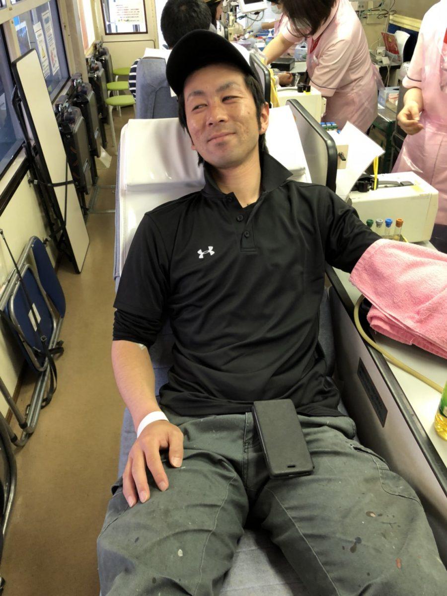 「愛の献血」を実施いたしました。